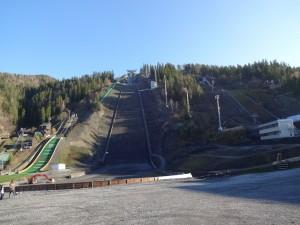 Skisprunganlage ohne Schnee