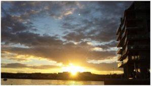 Sonnenuntergang am Hafen in Oslo (Aker Brygge)