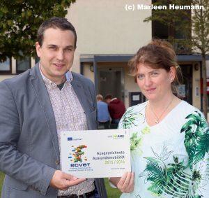 BBS II Göttingen: Volker Schmidt und Sibylle Meyer mit der ECVET-Auszeichnung (Foto Marleen Heumann)